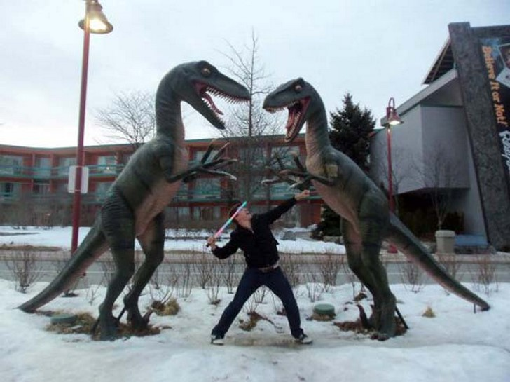 35 People Messed With Statues for an Epic Photo (11)