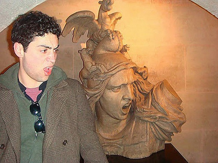 35 People Messed With Statues for an Epic Photo (5)